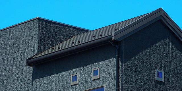 黒い外壁と室内温度